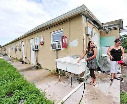 FelicesLas familias de Anselma Cárdenas y Carmen Torres ya se han mudado...
