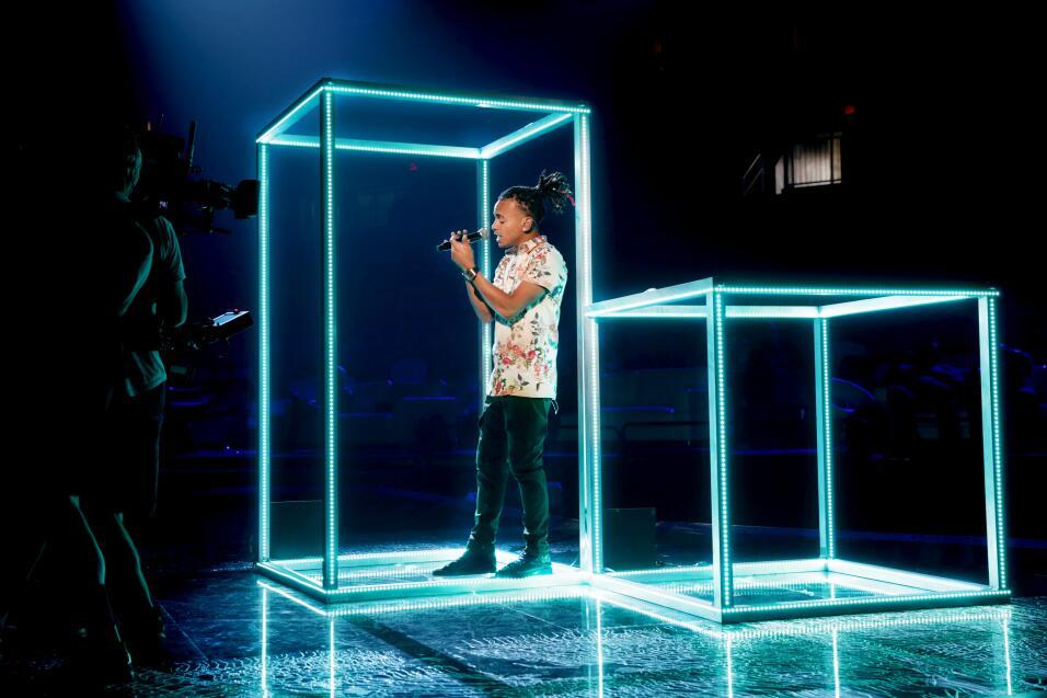 Ozuna en los ensayos de Premios Juventud.