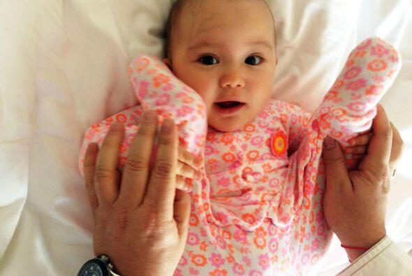 Esta bebé nació con estrella y tiene una mamá muy guapa y exitosa.