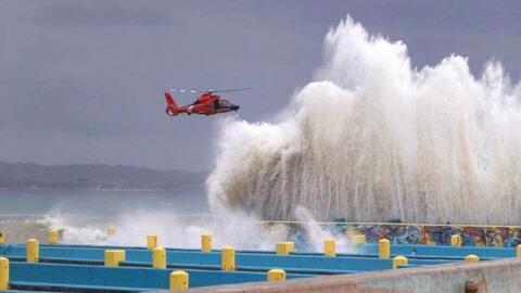 Un helicóptero de la Guardia Costera en el operativo de rescate d...