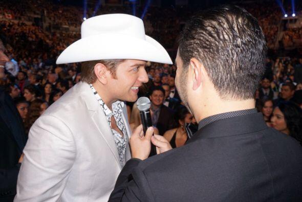 Enrique Santos estuvo en los Latin Grammy animando y compartiendo durant...