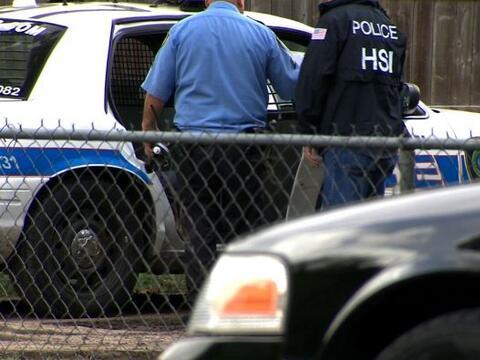 Arrestan a 22 indocumentados en redada
