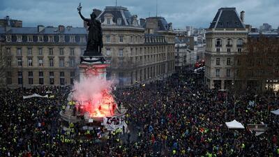 Más de un centenar de heridos en el cuarto sábado de protestas de los 'chalecos amarillos' en París