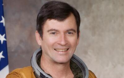 John W. Young en 1979. El astronauta fue dos veces a la Luna.
