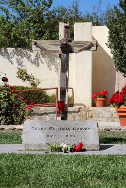 Chávez, quien murió en 1993, está enterrado en los...