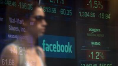 La caída en el precio de las acciones de Facebook ha arrojado pérdidas...