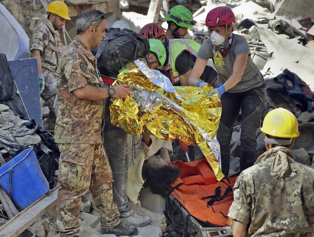 Autoridades militares y civiles se unen a la búsqueda de sobrevivientes...