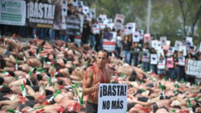 Detractores de las corridas de toros protestando en Ciudad de México.