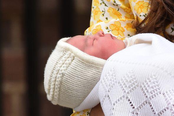 La cuenta de Twitter del palacio de Kensington informó que la beba será...