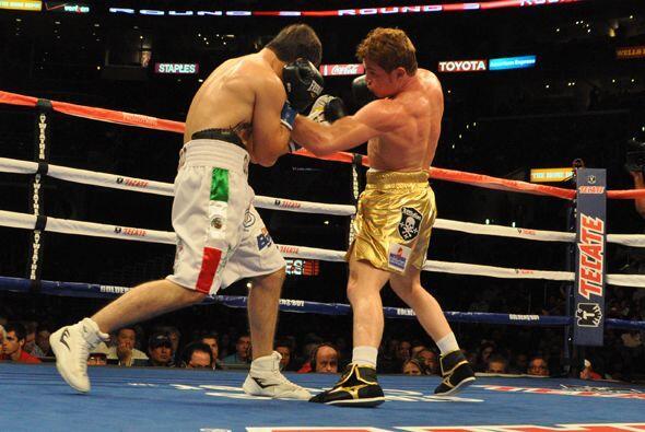 El tercer round fue uno de los más movidos con varios intercambios de go...
