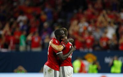 Romelu Lukaku (I) y Michael Carrack.