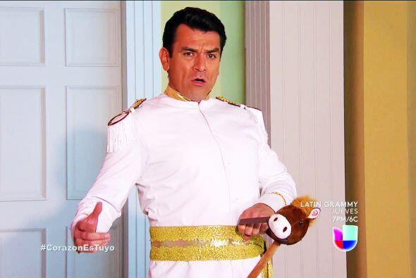 ¡Sí! El príncipe Fernando Lascurain llegó para salvarte, con un beso del...
