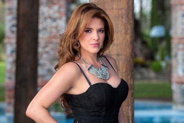 """Ella da vida a """"Claudia"""", una joven atractiva y sensual que tiene el int..."""