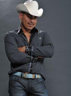 Él es Espinoza Paz, un hombre que superó muchas pruebas pa...
