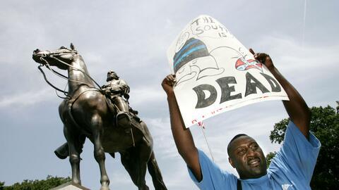 La controversial estatua del general Nathan Bedford Forrest ha sido cent...