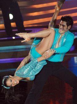 Los colombianos bailan hasta de cabeza.