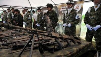 Las fuerzas de seguridad de Colombia hallaron cuatro fusiles checos para...