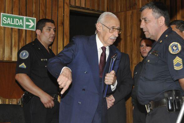 Los cargos por los cuales se le encontró culpable fueron imposición de t...