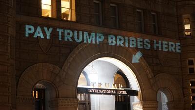Las proyecciones en el Hotel Trump que sorprendieron a los turistas