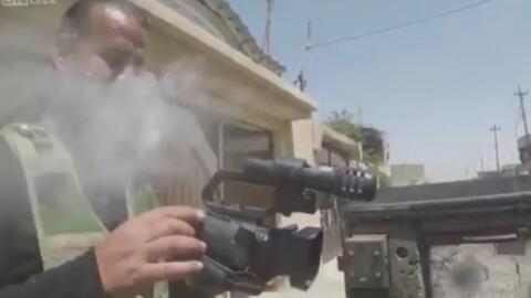 Una cámara portátil hizo de chaleco antibalas para este periodista y lo...