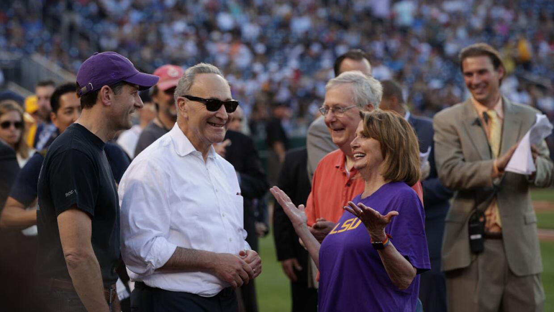 Los líderes del Congreso runidos minutos antes del juego de béisbol cong...