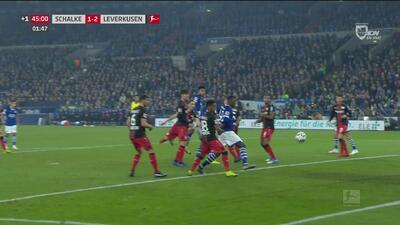 Suerte y carambola: Wright marcó el 1-2 del Schalke ante el Leverkusen
