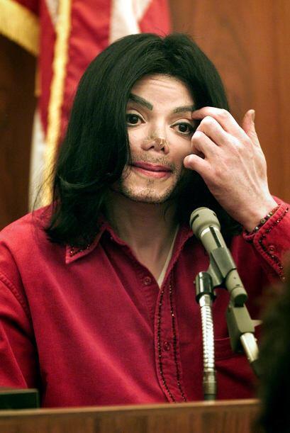Además por su afición a los procedimientos estéticos, Michael sufría vit...