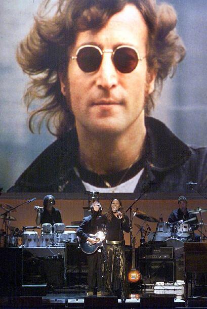 7. John Lennon, falleció  en 1980 a los 40 años. Ha recaudado en los últ...