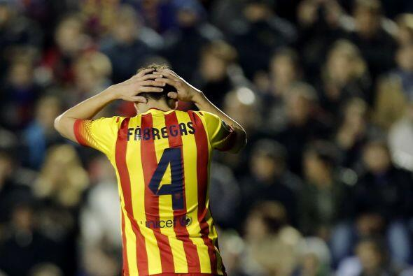 Cesc Fábregas devolvió de tacón a Messi el balón y el argentino, solo an...