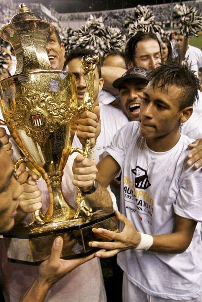 Neymar está en todas partes, ocurre que el Santos además d...