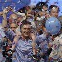 El candidato de la oposición, Mauricio Macri, celebra jutno a su...