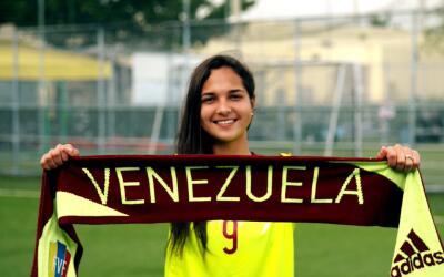 Deyna Castellanos