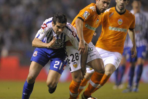Tras el silbatazo final en el partido del Deportivo La Coruña con...