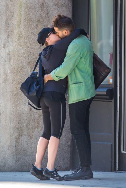 La feliz pareja no paraba de darse tremendos besotes. ¡El amor, el amor!