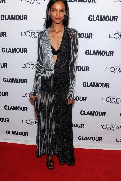 La modelo Iman, estuvo radiante en la alfombra roja, ella fue una de las...