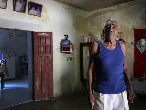 Cándido, de 81 años y quien vive en Tunkás, trabaj&...