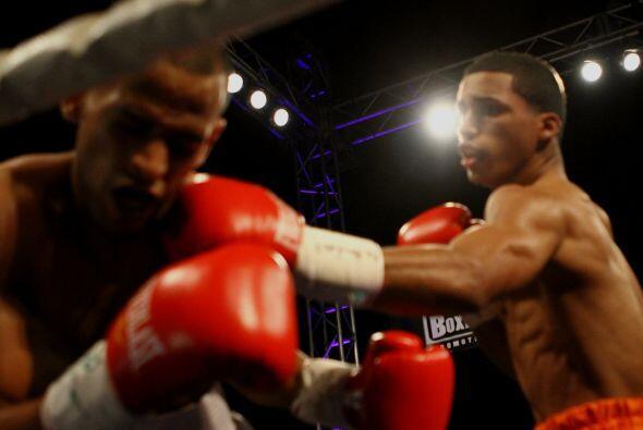 Mientras, John Karl Sosa (2-0, 2 KOs), de Caguas, venció por nocaut técn...