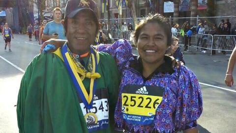 Arnulfo Quimera y Ayrma Chávez indígenas Tarahumara que corrieron la Mar...