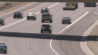Policía denuncia que conductor usó un copiloto falso para usar el carril de viaje compartido