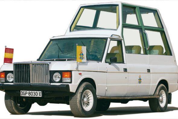 Range Rover:Las ventanas son de cristal a prueba de balas, de más de 40...