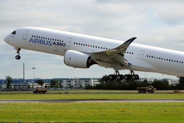 El vuelo inaugural del Airbus A350 es la antesala para una intensa compe...
