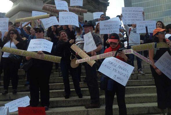 Cada una de las víctimas fue recordada por los manifestantes.
