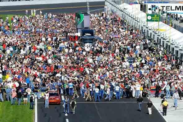La legendaria carrera de las 24 Horas de Daytona arrancó el sábado por l...