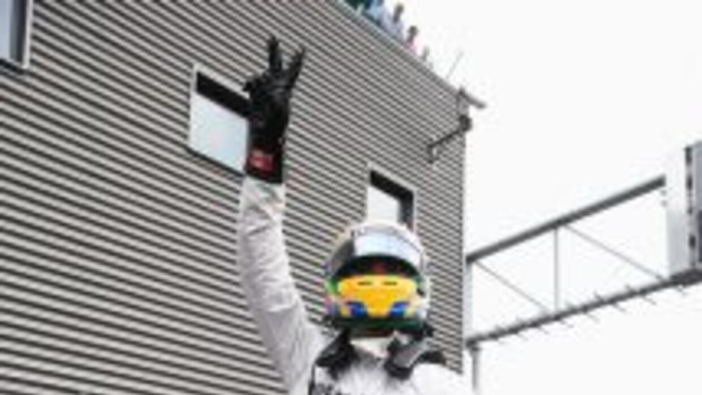 Lewis Hamilton celebra tras la tercera ronda clasificatoria.