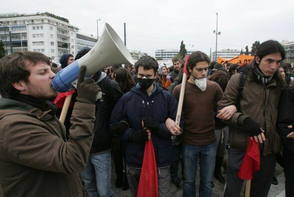Unas 7 mil personas se manifestaron en la plaza Syntagma, en el centro d...