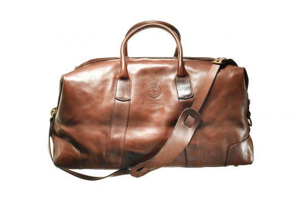 Y si de viajar se trata una maleta de piel y elegante diseño como esta d...
