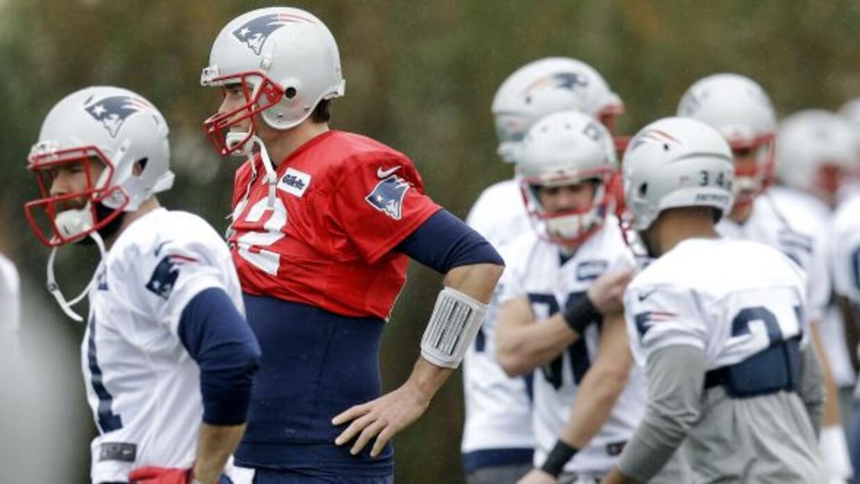 El quarterback de los Patriots participa en un entrenamiento en Tempe, A...