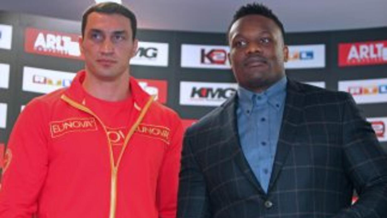 Por segunda ocasión se tuvo que suspender la pelea entre Wladimir Klitsc...