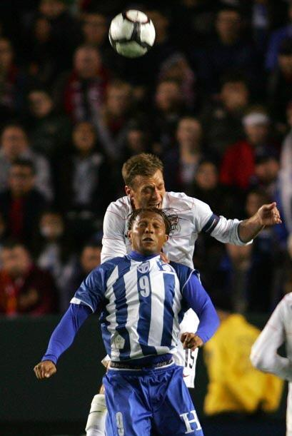 Carlos Pavón destacó en la victoria catracha con un gol y una asistencia...