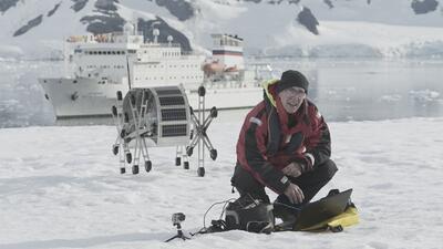 Un argentino y un robot luchan por enviar un mensaje de lucha contra el calentamiento global desde la Antártida